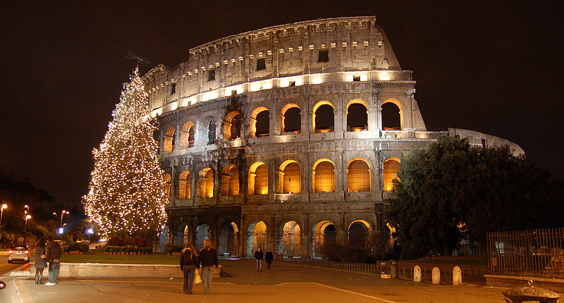 800px-The_Colosseum_during_Christmas